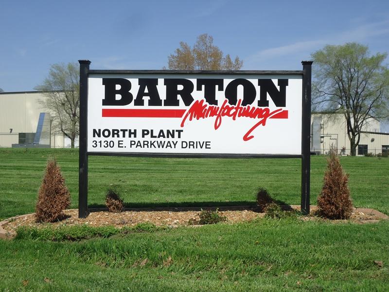 Barton Mfg. post and panel sign